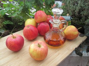 apples-vinegar